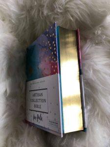 Bible Review NIV Artisan Collection Bible for Girls Image 4 #biblesforgirls #biblereview #biblesforteenagers #journalingbibles #bibleartjournaling #journalingartbibles #bibleart #biblejournaling #bibleartjournaling #bibleartjournalingforgirls